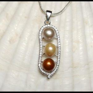 Jewelry - Peas in a pod Pearl pendant